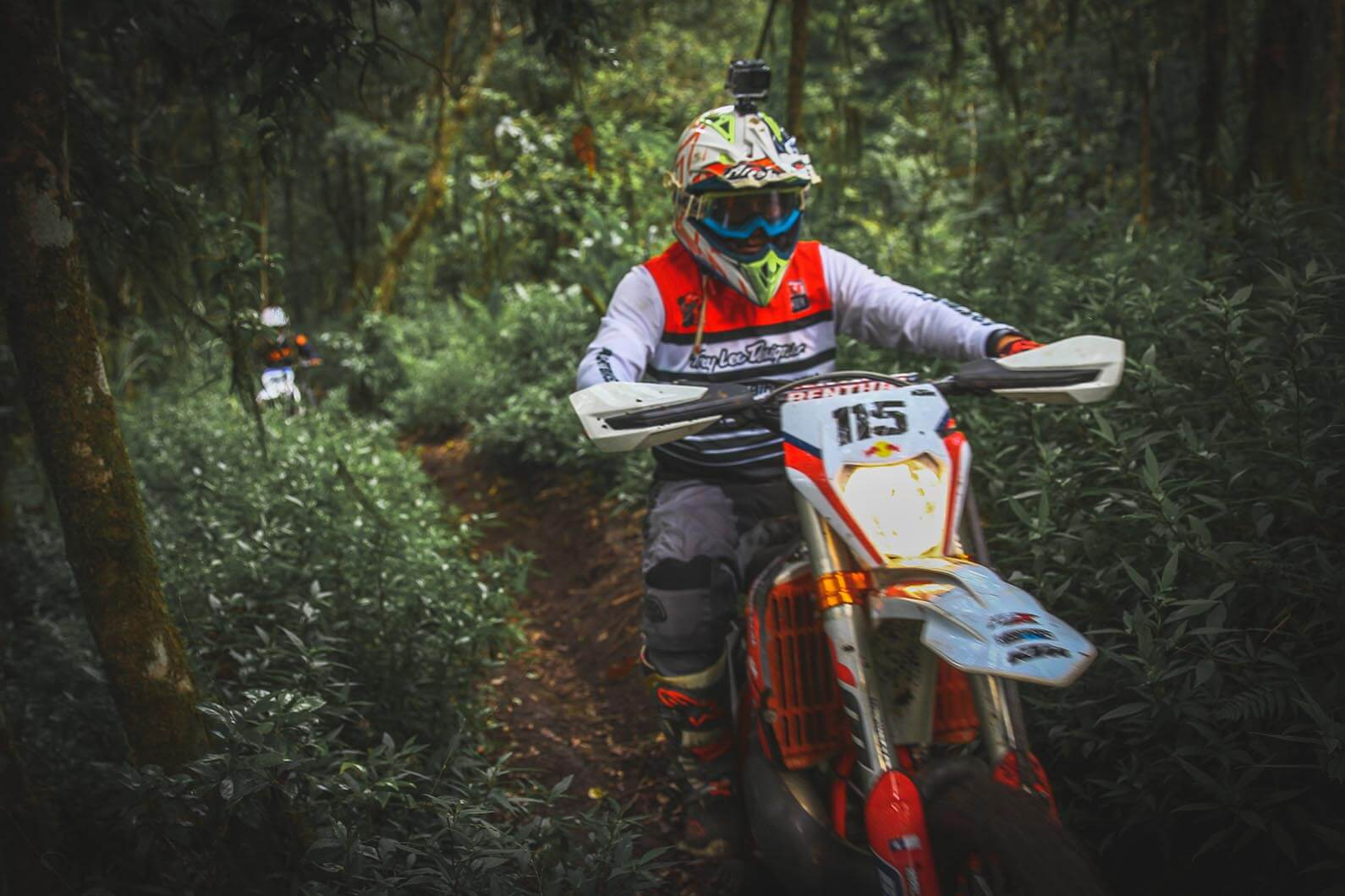 Enduro-Bali-dirt-bike-trail-Kintamani-Forest (14)